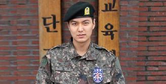 Lee Min Ho resmi masuk ke pelatihan dasar militer di Nonsan pada 15 Maret 2018. Lihat betapa tampan dan gagahnya Lee Min Ho saat mengenakan seragam militer. (Foto: jazminemedia.com)