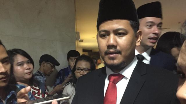 Anggota DPRD DKI asal PSi Idris Ahmad usai dilantik di Gedung DPRD DKI Jakarta, Jalan Kebon Sirih, Jakarta. (Liputan6.com/Ika Defianti)