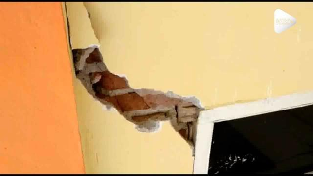 Gempa deruntun yang terjadi di Mamasa, Sulawesi Barat mengakibatkan gudang logistik KPU Mamasa mengalami kerusakan.