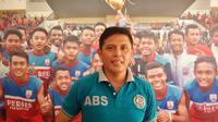 Aris Budi Sulistyo resmi menukangi tim Persis Muda Junior di ajang Piala Soeratin 2019. (Bola.com/Vincentius Atmaja)