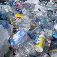 Yuk cintai bumi dan kurangi penggunaan plastik dengan cara berikut ini. (Photo by tanvi sharma on Unsplash)