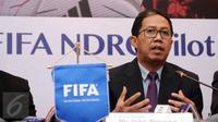 Wakil Ketua Umum PSSI, Joko Driyono menyampaikan hasil pertemuan dengan perwakilan FIFA di Jakarta, Jumat (10/2). Pertemuan membahas National Dispute Resolution Chamber atau penyelesaian sengketa pemain profesional. (Liputan6.com/Helmi Fithriansyah)
