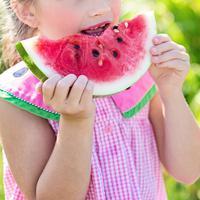 ilustrasi anak makan buah dan sayur/pexels