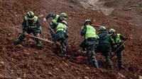 Tanah longsor disebabkan oleh hujan lebat melanda China musim panas ini. (AFP)