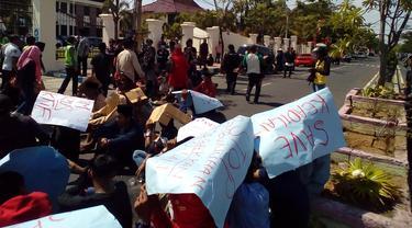 demo rumput berdarah