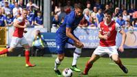 Penyerang Chelsea, Olivier Giroud, saat menghadapi St Patricks dalam laga persahabatan di Richmond Park, Sabtu (13/7/2019). (dok. Chelsea)