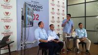 Cawapres Sandiaga Uno saat memaparkan laporan dana kampanye di Media Center Prabowo-Sandi, Jalan Sriwijaya, Kebayoran Baru, Jakarta Selatan, Rabu (27/2/2019). (Merdeka.com/Muhammad Genantan Saputra)