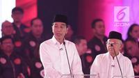 Capres-cawapres nomor urut 01 Joko Widodo atau Jokowi (kiri) dan Ma'ruf Amin saat memaparkan visi misi dalam debat Pilpres 2019, Jakarta, Kamis (17/1). (Liputan6.com/Faizal Fanani)