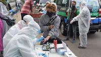Pelaksanaan rapid test dengan Mobile COVID-19 Test di Kota Cimahi, Minggu (31/5/20). (Sumber foto : Humas Pemprov Jabar)