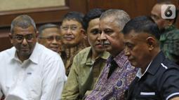 Terdakwa kasus suap proyek PLTU Riau-1 Sofyan Basir menjalani sidang lanjutan di Pengadilan Tipikor, Jakarta, Senin (21/10/2019). Sebelumnya, JPU dari KPK menuntut terdakwa dengan pidana penjara selama lima tahun dan denda Rp 200 juta subsider tiga bulan kurungan. (Liputan6.com/Herman Zakharia)