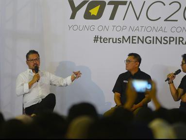 CEO KapanLagi Youniverse (KLY), Steve Christian (kiri) saat menjadi salah satu pengisi materi dalam Youth On Top National Conference  (YOTNC) 2018 di Balai Kartini, Jakarta, Sabtu (25/8). (Merdeka.com/Imam Buhori)