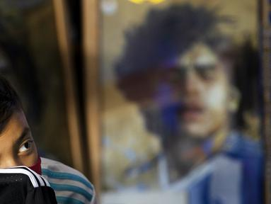 Sebuah Gereja Maradona resmi berdiri di Meksiko. Selain untuk mengenang Maradona, gereja ini didirikan untuk para penganut Maradonian, sebuah agama yang diciptakan oleh penggemar mendiang sang legenda. (Foto:AP/Marco Ugarte)