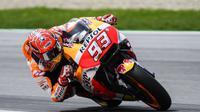 Pembalap Repsol Honda, Marc Marquez sukses merebut pole position pada kualifikasi MotoGP Austria 2017 di Sirkuit Spielberg. (Jure Makovec / AFP)