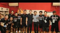 Legenda Manchester United, Gary Neville, datang langsung menyaksikan Bali United vs PSM Makassar di Stadion I Wayan Dipta, Gianyar, Bali, Minggu (23/7/2017). (Bola.com/Instagram Bali United)