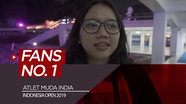Berita video mahasiswi Indonesia bernama Syafira menceritakan dirinya sebagai fans nomor 1 atlet muda badminton India, Chirag Shetty, yang sedang bertarung di Indonesia Open 2019.