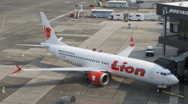 Pesawat Lion Air terparkir di Terminal 2 Bandara Internasional Soekarno Hatta, Kota Tangerang. Meski berulang kali diguncang gempa, penerbangan menuju Lombok masih berjalan normal.