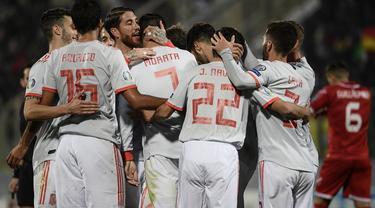 Selebrasi timnas Spanyol pada laga kedua Kualifikasi Piala Eropa 2020 yang berlangsung di Stadion Ta Qali, Malta, Rabu (27/3). Spanyol menang 2-0 atas Malta. (AFP/Filippo Monteforte)
