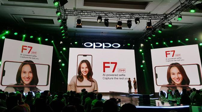 OPPO F7 hadir dengan peningkatan yang lebih menarik, khususnya dalam hal fotografi selfie yang didukung fitur Artificial Intelligence 2.0
