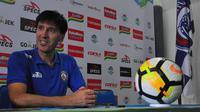 Pelatih Arema FC, Milan Petrovic. (Bola.com/Iwan Setiawan)