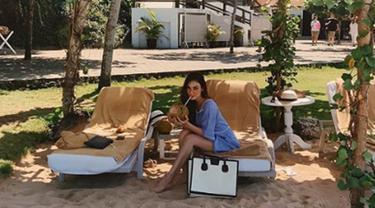 Luna Maya juga tidak ingin melewatkan kesempatan mudik. menghabiskan libur lebaran di Bali, yang memang adalah kota asalnya. (Liputan6.com/IG/lunamaya)