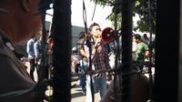 Mahasiswa berunjuk rasa mendesak Kejari Palopo segera mengeksekusi terpidana korupsi kredit fiktif BPD Palopo, Irianwati (Liputan6.com/ Eka Hakim)
