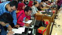 Ratusan Wajib Pajak tumpah ruah di Kantor Pelayanan Pajak (KPP) Pratama Tanah Abang Dua dan Tiga, Jakarta Pusat, Selasa (29/3/2016).  (Foto: Fiki A/Liputan6.com)