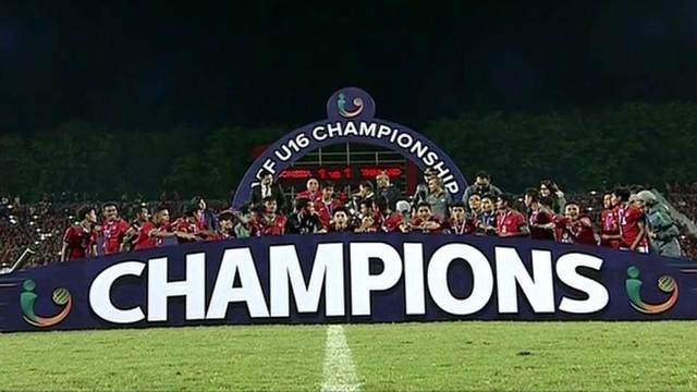 Berita video momen selebrasi juara Timnas Indonesia U-16 di atas podium pada Piala AFF U-16 2018, Sabtu (11/8/2018).