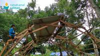 Pendirian hunian sementara bagi korban gempa Mamuju. (dok. Rumah Amal Salman)