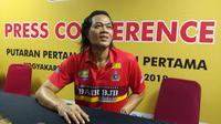 Pelatih tim voli putri Bandung Bank BJB Pakuan, Teddy Hidayat. (Bola.com/Vincentius Atmaja)