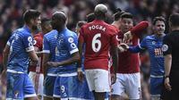 Laga Manchester United kontra Bournemouth diwarnai pertikaian antara Zlatan Ibrahimovic dan Tyrone Mings. (AFP/Oli Scarff)