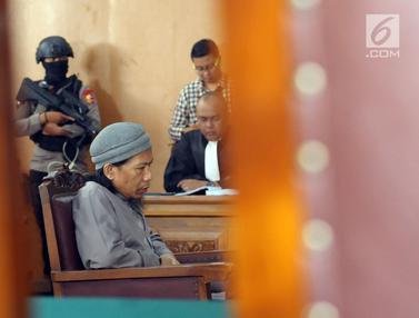 Petugas Jaga Ketat Sidang Tuntutan Aman Abdurrahman