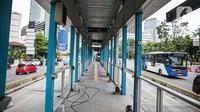 Kondisi Halte Bus Transjakarta Tosari lama di Jalan Jenderal Sudirman, Jakarta, Kamis (7/1/2021). Kondisi halte tersebut kini terbengkalai usai beroperasinya Halte Tosari baru dengan daya tampung yang bertambah dua kali lipat. (Liputan6.com/Faizal Fanani)