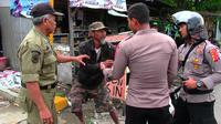 Belasan orang dengan gangguan jiwa di Kota Cirebon diamankan petugas gabungan ( Liputan6.com / Panji Prayitno)