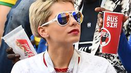 Istri Blaise Matuidi, Isabelle saat menyaksikan penampilan sang suami, Blaise Matuidi di gelaran Piala Dunia 2018 (AFP/Odd Andersen)