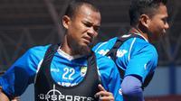 Kapten Persib Bandung Supardi Nasir menginginkan poin penuh saat menghadapi Persipura Jayapura. (Liputan6.com/Huyogo Simbolon)