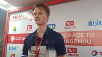 Anders Antonsen membuat kejutan setelah menjadi juara Indonesia Masters 2019 karena mengalahkan Kento Momota. (Bola.com/Zulfirdaus Harahap)
