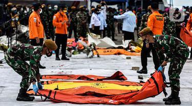 Hari Keempat, Petugas Gabungan Kembali Evakuasi Korban Sriwijaya Air