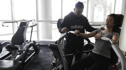 Menurut Tyara Veroosta waktu untuk berolahraga di tempat gym relatif bisa lebih flexibel. (Bola.com/Vitalis Yogi Trisna)