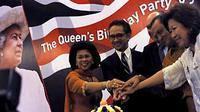 Sejumlah Menteri Kabinet Indonesia Bersatu bersama Dubes Inggris Martin Hatfull menghadiri malam perayaan ulang tahun Ratu Inggris Queen Elizabeth II di Jakarta, Rabu (9/6). (Antara)