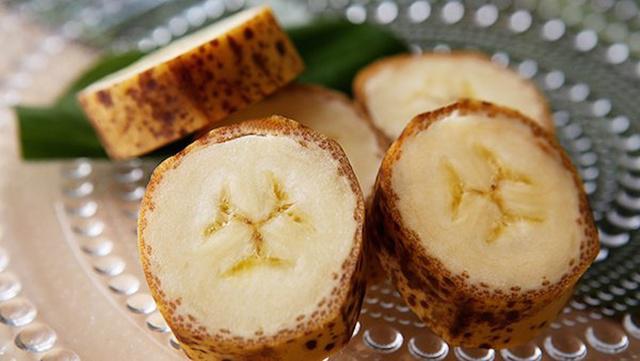 Mongee Banana memiliki kulit tipis dan enak dimakan/copyright odditycentral.com