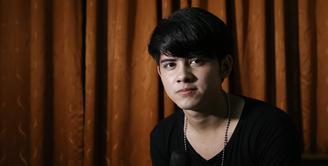 Aktor dan penyanyi Aliando Syarief memang idolanya para gadis remaja. Dengan ketampanan serta bakat seni yang dimiliki Ali lah yang menjadi daya pikat para fansnya. Sadar akan hal itu, ternyata Ali pun merespon dengan baik. (Galih W. Satria/Bintang.com)
