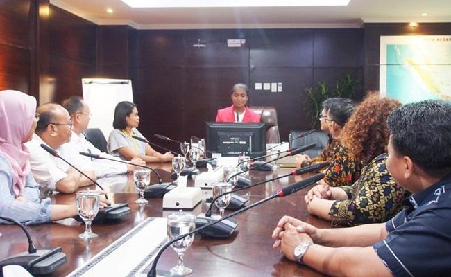 Acara 'Sehari Jadi Pemimpin' yang diikuti 12 anak perempuan/copyright Vemale.com