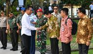 Blusukan ke Banten, Jokowi Ajak 2 Stafsus Milenial Belva dan Billy (Liputan6/Lizsa Egeham)