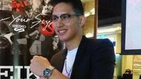 Daniel Wenas dan jam tangan klasiknya dari koleksi SEIKO (dok Liputan6.com/Ossid Duha Jussas Salma)