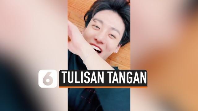 """Anggota BTS, Jimin, sebelumnya dinobatkan sebagai musisi pemilik suara terindah. Kini, ia mendapatkan gelar kembali sebagai """"Golden Hand"""" karena tulisan tangannya yang indah."""