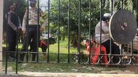Anjing pelacak diterjunkan untuk mengamankan sidang putusan Rizieq Shihab di PN Jaktim. (Liputan6.com/Yopi Makdori)