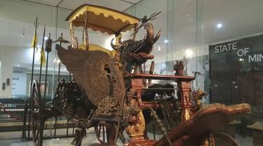 Kereta Singa Barong Dibangun di Alun-Alun Keraton Kasepuhan Cirebon Seperti Patung Merlion