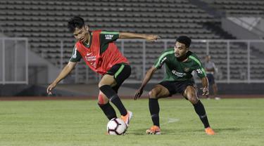 Pelatih Timnas Indonesia U-22, Indra Sjafri, saat sesi latihan di Stadion Madya, Jakarta, Rabu (24/7). Latihan ini merupakan persiapan jelang Sea Games 2019 Filipina. (Bola.com/M Iqbal Ichsan)