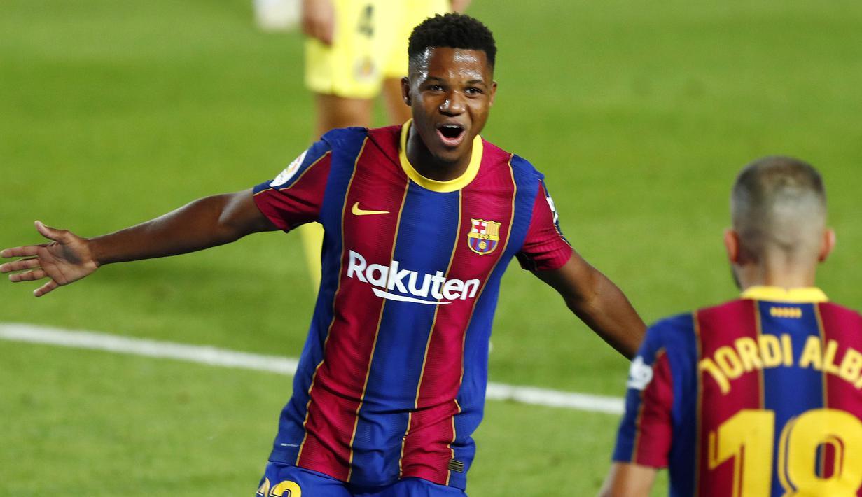 Penyerang Barcelona, Ansu Fati, melakukan selebrasi usai mencetak gol ke gawang Villareal pada laga Liga Spanyol di Stadion Camp Nou, Senin (28/9/2020). Barcelona menang dengan skor 4-0. (AP Photo/Joan Monfort)