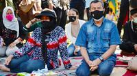 Istri Gubernur Riau (kiri) mendampingi suaminya beberapa hari sebelum terkonfirmasi Covid-19. (Liputan6.com/Diskominfotik Riau)